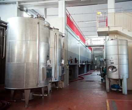 Serbatoi per la fermentazione e Ia conservazione del vino