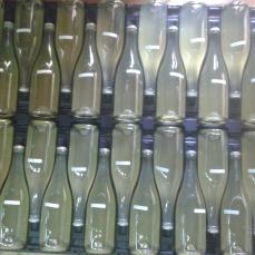 Sistemazione delle bottiglie in posizione orizzontale